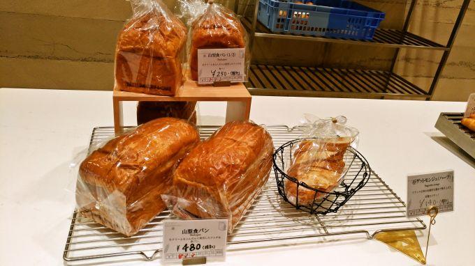 カウンターのパン2