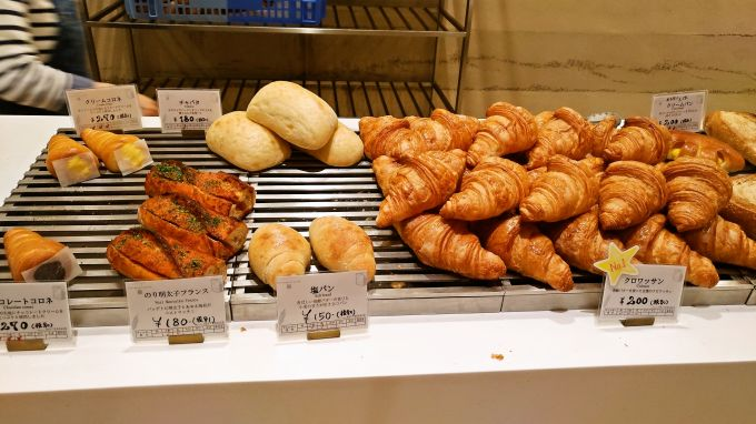 カウンターのパン3