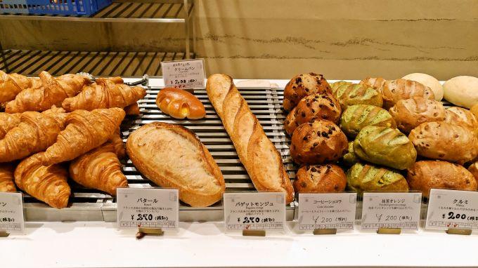 カウンターのパン4