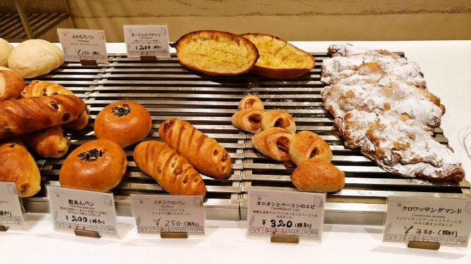 カウンターのパン6